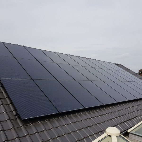 Realisatie 33 zonnepanelen Peimar 300 mono Full black met SMA omvormer STP6.0 te Laakdal