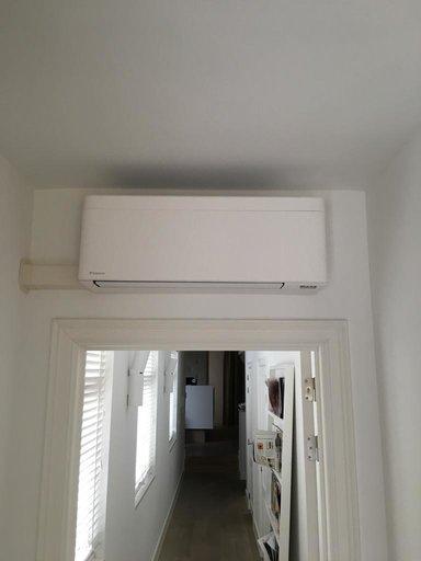 Realisatie Daikin Stylish airco warmtepomp luchtlucht bestaande uit 1 buitenunit en 3 binnenunits te Antwerpen