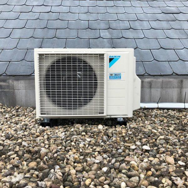 Realisatie Daikin comfora airco warmtepomp luchtlucht bestaande uit 1 buitenunit en 2 binnenunits te Ellewijt