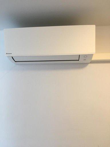 Realisatie Daikin airco warmtepomp luchtlucht bestaande uit 2 buitenunit en 1 binnenunits te Schoten