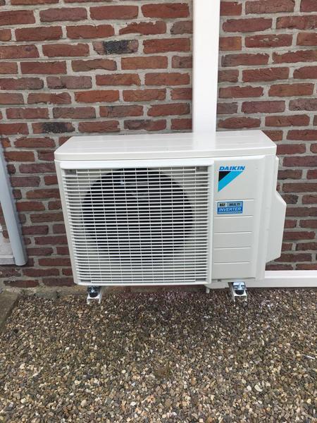 Realisatie Daikin Perfera - Emura airco warmtepomp luchtlucht bestaande uit 2 buitenunits en 4 binnenunits te Dilsen-Stokkem