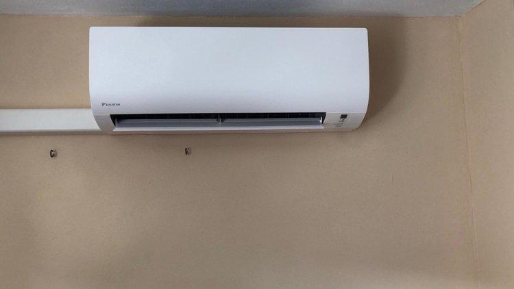 Realisatie Daikin airco warmtepomp luchtlucht bestaande uit 1 buitenunit en 1 binnenunit te Lanaken