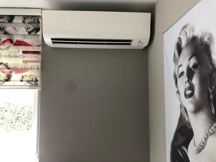 Realisatie Daikin airco warmtepomp luchtlucht bestaande uit 1 buitenunit en 1 binnenunit te Maasmechelen