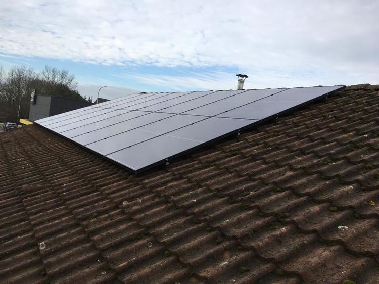 Realisatie 16 zonnepanelen REC 285 Full black met SMA omvormer SB30 te Herent