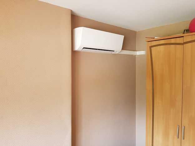 Realisatie Daikin aircowarmtepomp luchtlucht bestaande uit 2 binnenunits en 1 buitenunit te Wespelaar