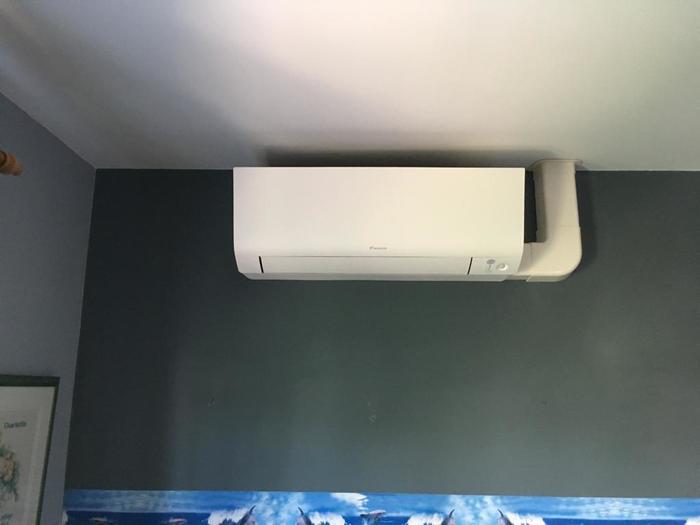 Realisatie Daikin Classic + Perfera aircowarmtepomp luchtlucht bestaande uit 3 binnenunits en 1 buitenunit te Hasselt