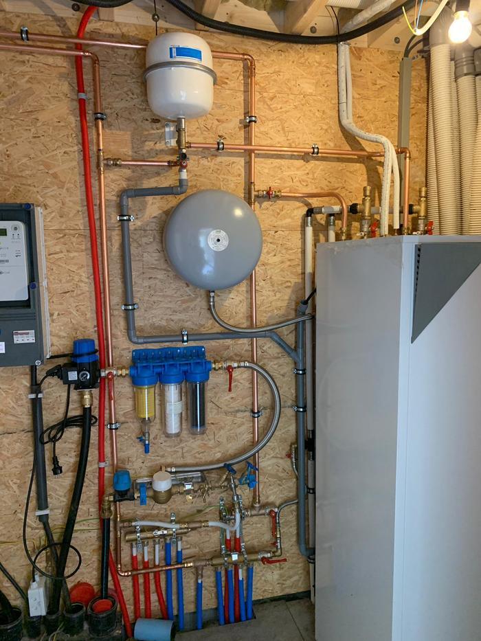 Totaalproject Daikin Altherma luchtwater warmtepomp en 32 zonnepanelen Phonosolar 275 Wp met SMA Omvormer STP6.0 te Diest