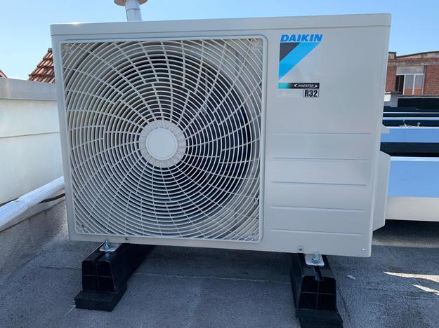 Totaalproject Daikin aircowarmtepomp en 11 zonnepanelen Peimar 300 Wp met SMA Omvormer Sb2.5 te Borsbeek