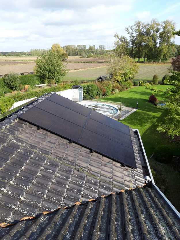 Realisatie 8 zonnepanelen REC 315 Wp Full Black met SMA omvormer SB2.5 te Poppel