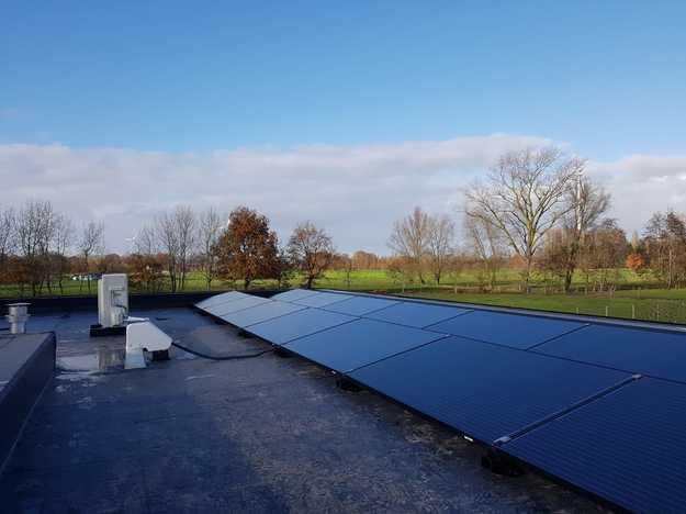 Totaalproject Daikin Altherma luchtwater warmtepomp en 14 zonnepanelen Peimar 300 Wp Full BLack met SMA Omvormer SB3.0 te Assenede