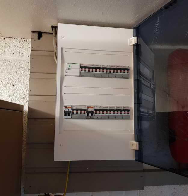 Totaalproject Daikin Comfora warmtepomp met 14 zonnepanelen REC 325 Wp SEMI BLack met SMA Omvormer SB30 te Lommel door Soloya