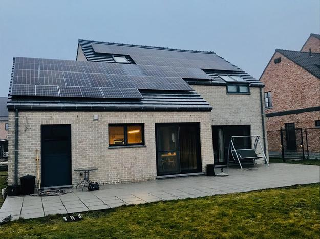 Totaalproject Daikin Perfera warmtepomp met 37 zonnepanelen REC 325 Wp met SMA Omvormer STP8.0 te Lommel