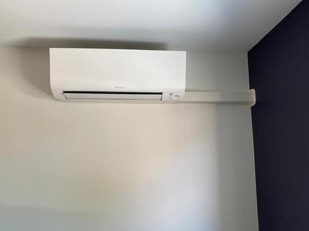 Realisatie Daikin multisplit aircowarmtepomp met 3 Perfera binnenunits te Hechtel-Eksel