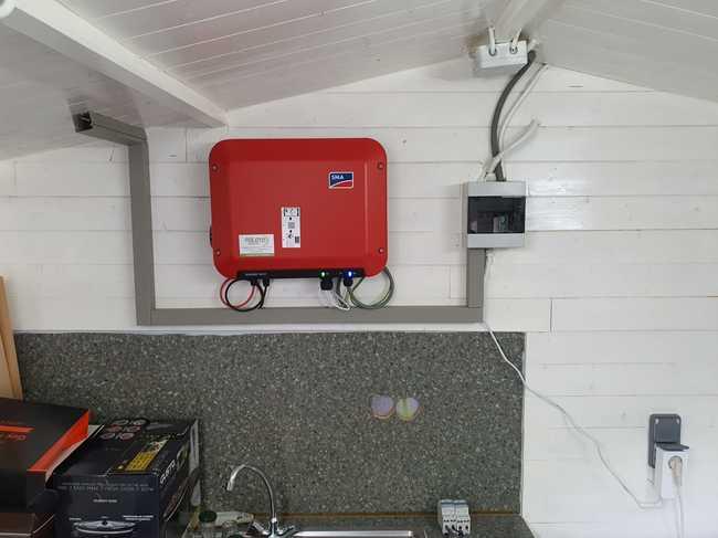 Totaalproject Daikin Perfera warmtepomp met 8 zonnepanelen REC 330 Wp met SMA Omvormer SB1.5 te Lommel