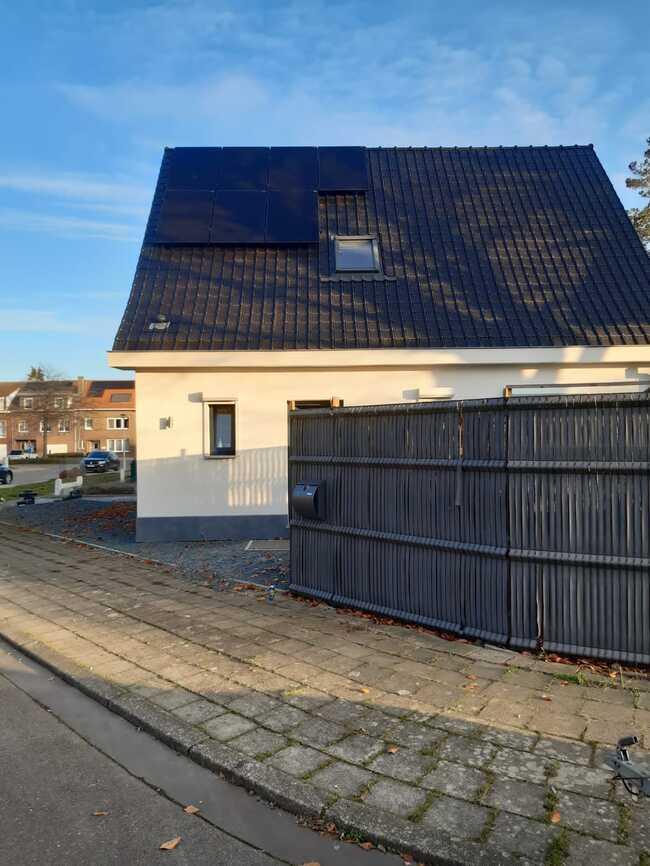 Realisatie 14x QCELLS zonnepanelen 315 FULL BLACK met SMA omvormer SB3.0 te Antwerpen