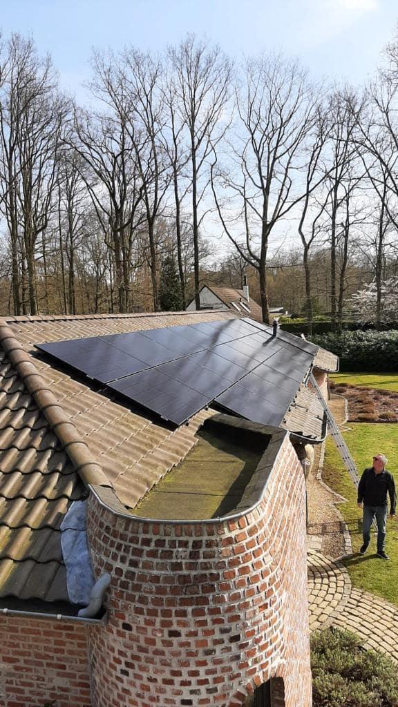 Realisatie 28x REC 365 Alpha Series zonnepanelen met Solar Edge omvormer SE10K te Zoersel