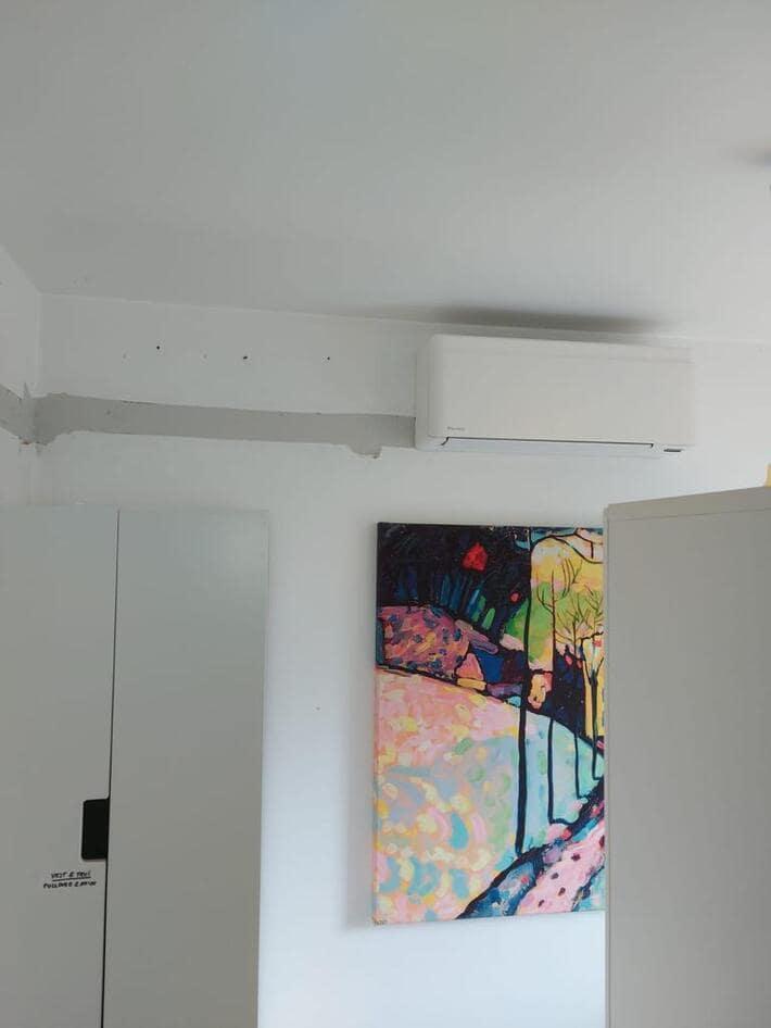 Realisatie Daikin multisplit aircowarmtepomp met 8 binnenunits Stylish wit te Keerbergen